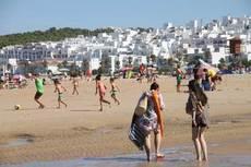 """Las playas de Conil se convierten en """"espacios cardiorresponsables"""""""